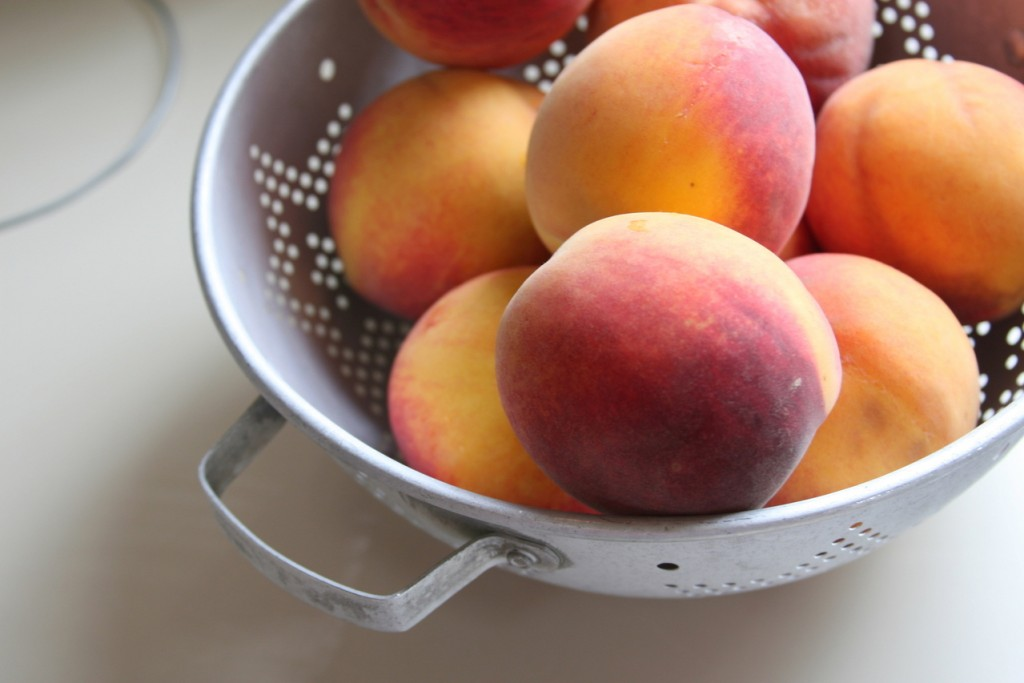 peach-fuzz-1322572-1279x852